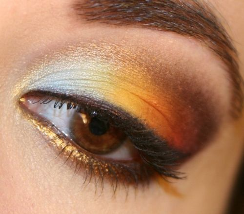 Bright gold, colorful eyeshadow, talk about standing out!: Colors Combos, Eyeliner, Eye Makeup, Eye Colors, Summer Makeup, Eye Shadows, Brown Eye, Eyeshadows, Eye Liner