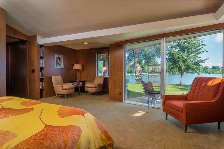 mid-century lake-house---Russell-Barr-Williamson - bedroom