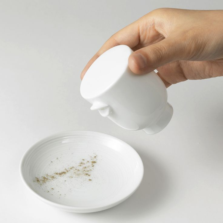 Talking - seasoning container (pepper) - designed by nendo