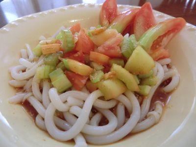 「トマトとセロリのピリ辛サラダうどん♪」のレシピ by ミホ@テニアンさん | 料理レシピブログサイト タベラッテ