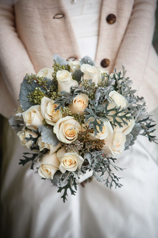 Major winter bouquet love! | Photo by genevievenisly.com/