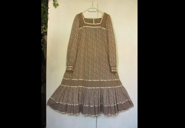 Vintage GUNNE SAX romantic tent DRESS with satin trim and a