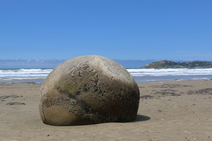 A selection of photos from a recent trip, traveling through New Zealand's South Island of the Moeraki Boulders. (The famous round Boulders.) Located just of SH1 South of Oamaru on New Zealand's East coast. a must visit attraction when in the area. #NewZealand #MoerakiBoulders