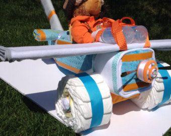 Articles similaires à Gâteau de couches d'avion - avion de couche-culotte-modèle de luxe avec coffret cadeau bébé fait main sur Etsy
