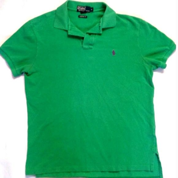 Shop Men's Polo by Ralph Lauren Green size M Polos at a discounted price at Poshmark. Description: Polo Ralph Lauren Green Polo Shirt size Medium Observe all pictures, has normal fading from standard wash and wear. Has a tiny hole underneath button area. Not noticeable unless at close eye level. Great color,classic look Armpit to Armpit-approx 21 inches Shoulder to Hem- approx 25 inches Measurements are estimates. Sold by makupkat. Fast delivery, full service customer support.