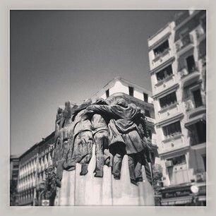 Monumento a los abogados asesinados en Atocha en 1977 junto a Antón Martín