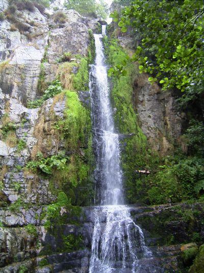 La Cascada de Oneta. Ruta de dificultad baja y corta duración en la zona de Navia.