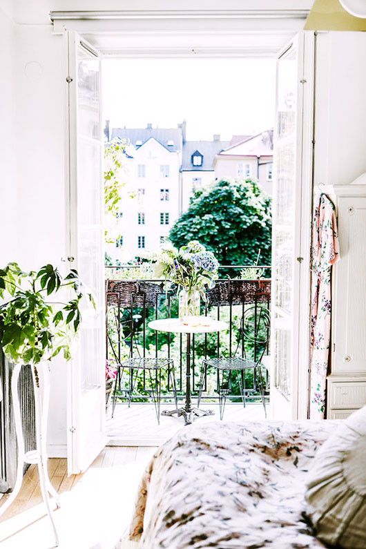 floral decor inside elsa billgren's bedroom and balcony / sfgirlbybay