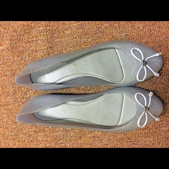 EUC Mel by Melissa jelly shoes worn once | good as new | comes with box | very comfortable to wear Mel by Melissa Shoes Flats & Loafers