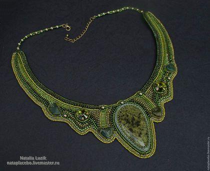 колье на шею, ожерелье из бисера,  подарок девушке женщине, колье под платье