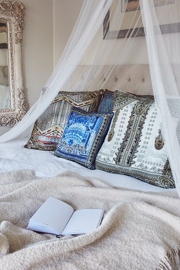 Bedroom decor with CAMILLA cushions