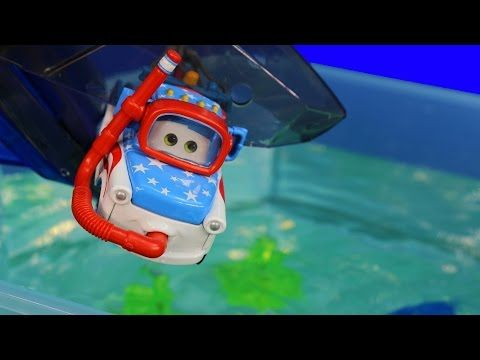 Disney Pixar Cars Toons Mater Swims with Fish & Sharks Hexbug Auquabot 2.0 Lightning McQueen - YouTube