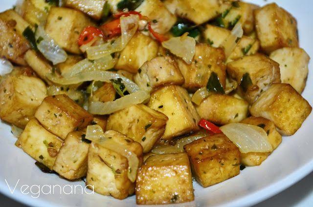 Tofu com Cebola e Alho Poró