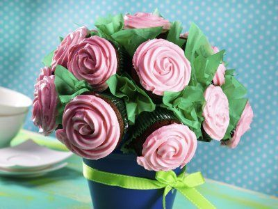 Whats So Trendy About Bouquet Cupcakes That Everyone Went Crazy Over It? Rosa Bouquet, Yes Way Rose, Blush Wine, Cupcake Pictures, Pretty Cupcakes, Cookie Decorating, Valentines, Food, Decorated Cookies