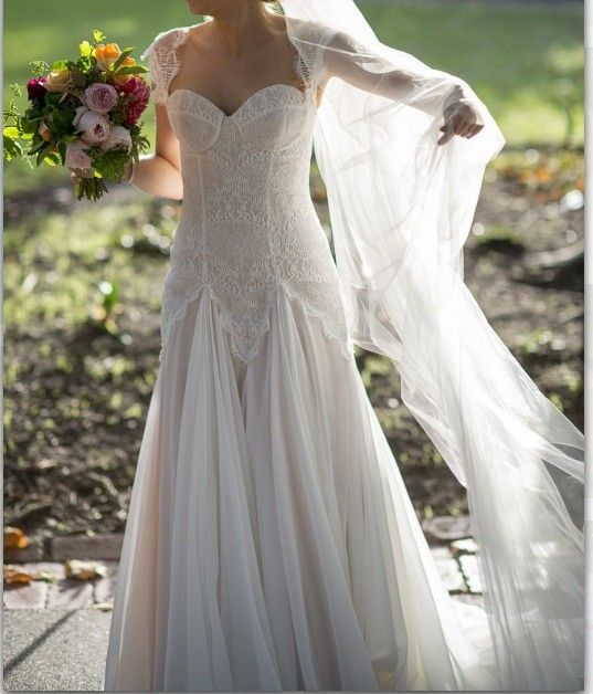 Manuell & Moore Lace Size 8 Wedding Dress For Sale | Still White Australia