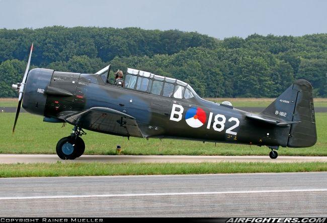 Stichting Koninklijke Luchtmacht Historische Vlucht (Dutch Navy Historic Flight roughly). Noorduyn AT-16 Harvard Mk2B, Uden - Volkel (UDE / EHVK) - Netherlands. June 14, 2013.