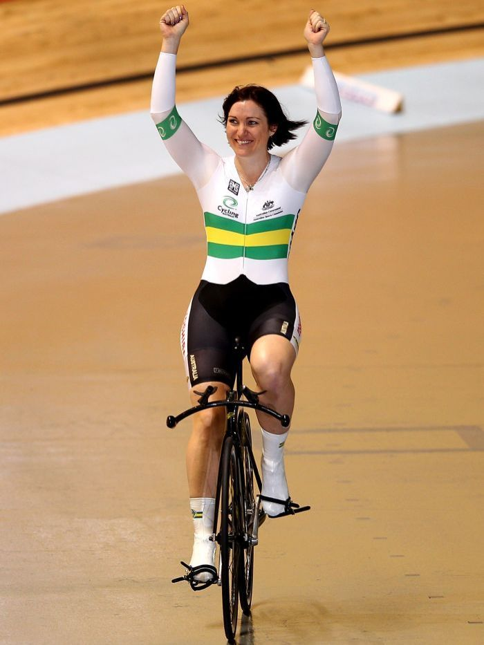 Anna Meares | Anna Meares rides a victory lap