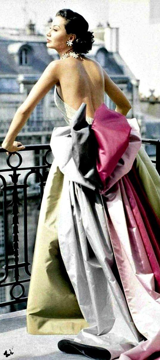 Retrophile — scullyandscully:    Vintage Dior Paris 1950's.