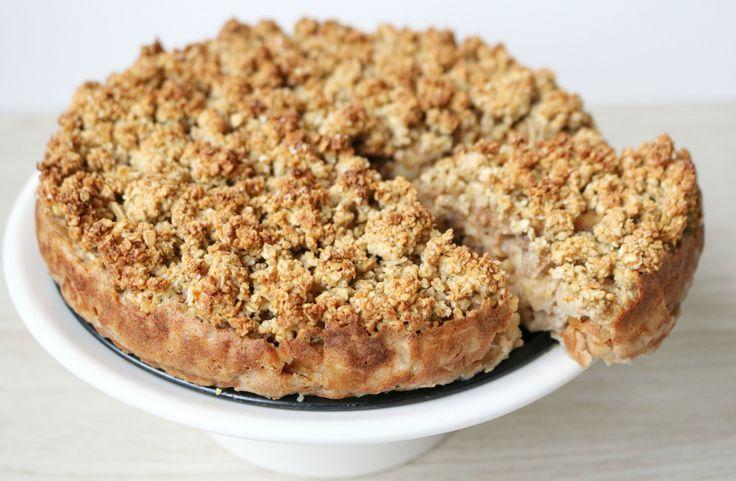 Appeltaart, ik ben er gek op! Nou ben ik sowieso gek op taart, maar appeltaarten behoren toch wel tot mijn favorieten! Het stond al een tijdje op mijn to-do list om een gezonde(re), maar toch súper lekkere appel-kruimel taart te bakken, en dat is wat …