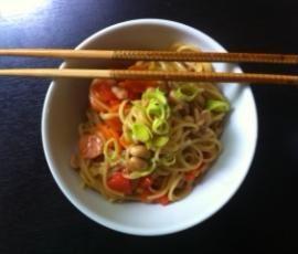 Rezept Schnelle Asia-Nudeln (all-in-one) von jessie911 - Rezept der Kategorie Hauptgerichte mit Gemüse