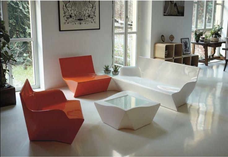 En réalisant des différents objets déco origami, ainsi que des meubles inspirés d'origami, les designers du monde entier troquent le papier contre le bois et le métal! Ils s'approprient l'esthétique de la déco origami afin de renouveler les formes et les usages de nos objets quotidiens.