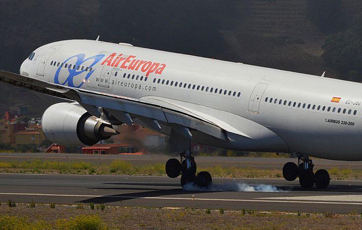 Airbus A332 de @A R Europa aterrizando rw30 de Tenerife Norte.