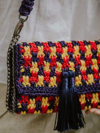 4d5440f55 Aprenda como fazer bolsa de crochê em diferentes estilos e materiais: fio  de malha,