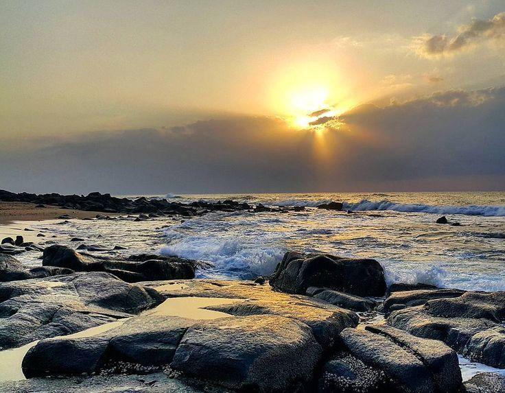 On the rocks this morning. #sunrise #ballito #kwazulunatal #vibe.durban #ontherocks #ocean #sunshine #riseandshine #riseandshoot