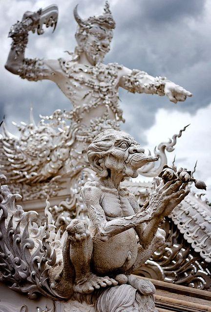 タイ、すごいよタイ... と言わざるを得ないトンデモ寺院「ワットロンクン (Wat Rong Khun)」:DDN JAPAN