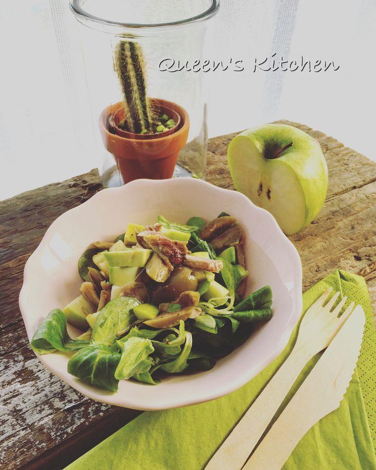 Oggi vi suggerisco un'idea per riciclare gli avanzi del tacchino o del pollo arrosto in una #insalata sana e golosa! 🍗🍏🍇🍃💚 {http://www.queenskitchen.it/insalata-di-pollo-e-valeriana-con-mandorle-mele-olive-e-aceto-di-lampone} #queenskitchen #upcycle #turkey #salad #thanksgiving