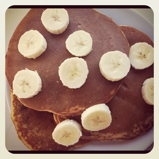 Little b's healthy habits: Banana Protein Pancakes...doubled the recipe and used 5 egg whites and 1/2 cup of applesauce, used whole oats instead of pre ground oat flour and threw the whole thing in a blender. AMAZING. This picture does not do them justice! Makes about 3 servings of 4 mini pancakes.