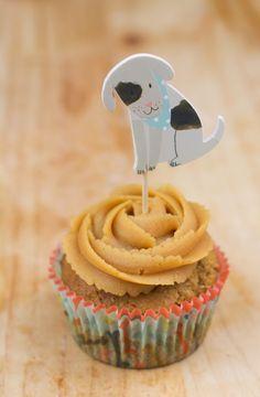 ¡Tris al ataque!    Visto la que se lió con los Cupcakes para Gatos no he podido resistirme a hacer cupcakes para perros.   Llevo seman...