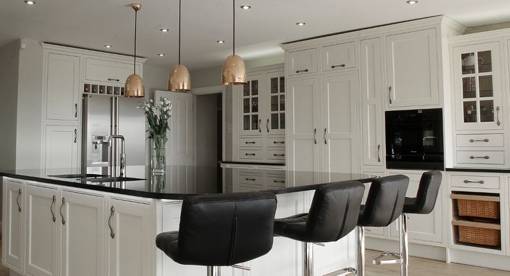 This handmade Stoneham kitchen has an open plan layout to incorporate a dining area and provide a seamless link to the garden through the bi-fold doors which give this traditional kitchen a modern feel.