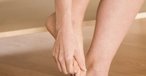Wear High Heels? Do These Stretches - Feet stretches for runners or high heel wearers