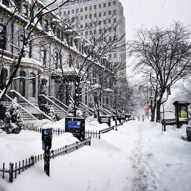 Winter life #montreal #montrealcity #montrealwinter #montrealer #montrealphoto #montrealpics #montrealart #montrealstreetart #montreallife #montrealcanadiens #montrealview #montrealmoments