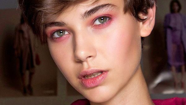 Η ροζ σκιά είναι η νέα τάση στο νυφικό μακιγιάζ gamosorganosi