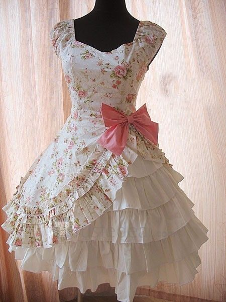 Not sure I could get away with wearing something like this everyday, but I'd love to try! lol Love it!!! Floral One Waist Side Opened Lolita Dress