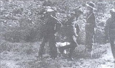 ExecutedToday.com » 1902: Gideon Scheepers, Boer guerrilla Gideon Scheepers (mostly obscured by his guards) tied to a chair for execution.