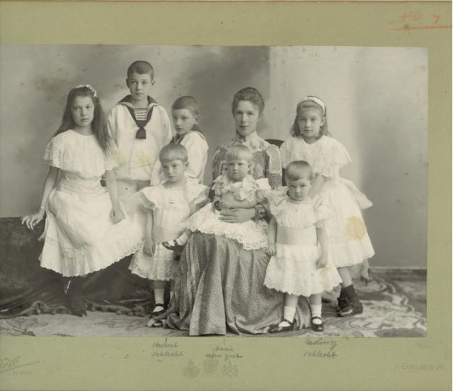 Marie Valerie with her children