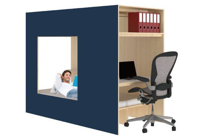 「壁にもなる書斎小屋」は、ベッドとデスクを備えた書斎兼寝室ユニット。壁に沿って配置したり、部屋の中央に置いて間仕切りがわりにしたりと様々なアレンジが楽しめる。側面は厚く頑丈な無塗装のシナ合板が採用されており、塗料や壁紙でのDIYや壁掛けテレビの設置も可能。サイズはW2,400×D1,041×H1,820mm。価格は77万7,000円(税別)。