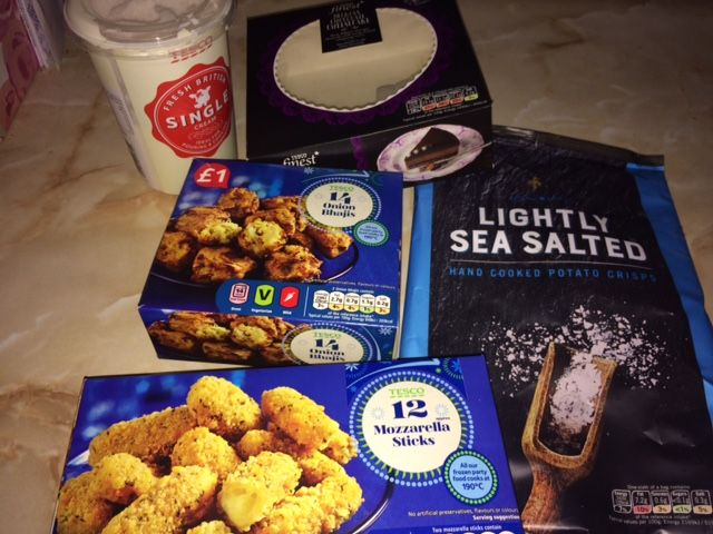 Had a lovely night in with my boys last night... quiet but lovely... and they chose to have what they call a 'picnic dinner'  so out came the Tesco nibbles.    They had Mozzerella Sticks (a very firm favourite in our house both for veggie me and my carnivorous sons), onion Bhajis (same as before), the obligatory ready salted crisps (in this case Tesco Finest) and for pudding a Belgium Chocolate Cheesecake (which as it was Christmas we went for the Tesco finest)... Yum!!! #TriedForLess