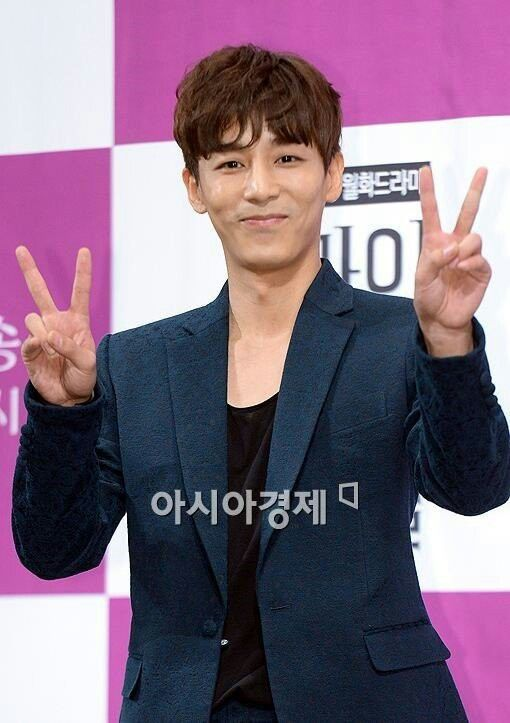 2014-8-14 My Secret Hotel press conference | Kim Ji Han (Jin Yi Han)