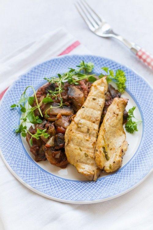 Grillezett csirkemell mediterrán gombakörettel recept