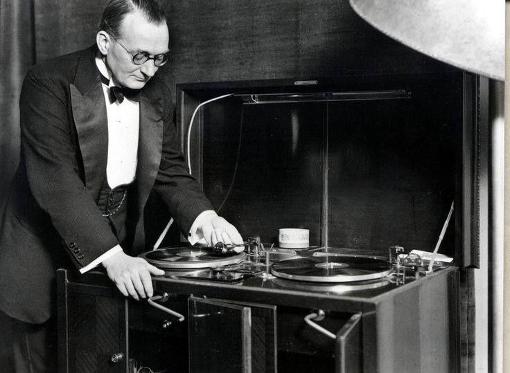 Lord Holyrude Gramaphone DJ, The Vintage Wedding Show, Waldorf Astoria Edinburgh - The Caledonian on Sunday 7th February, 11am-4pm AND Drygate, Glasgow on Sunday 13th March, 11am-4pm