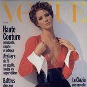 Muse fétiche de Vogue Paris depuis août 1987, Christy Turlington irradie, sous l'objectif d'Inez & Vinoodh, en couverture du numéro d'avril 2017, en kiosque le 23 mars prochain. L'occasion de revenir en images sur les 7 covers du top américain pour le Vogue Paris.