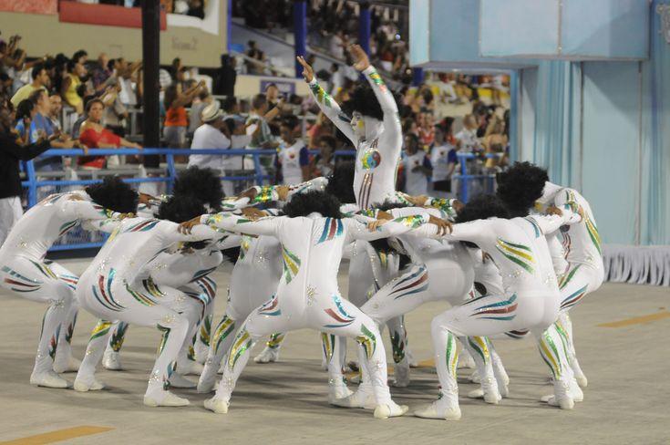 A coreografia da comissão de frente da Inocentes de Belford Roxo é do professor de dança de salão Patrick Carvalho