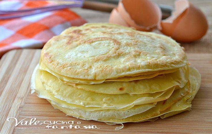 Crepes ricetta base ideali da farcire con dolci e salati, si possono congelare, sono pratiche e velocissime da preparare