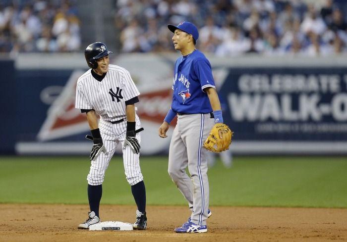 Ichiro (New York Yankees) and Munenori Kawasaki (Toronto Blue Jays)
