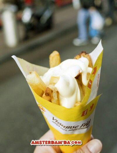 Amsterdamda patates tava yemek baska bir keyif. #amsterdam #patat #met #mayo #patatmet #patates #patatestava #kizartma #mayonez #tatil #yemek #hollanda #amsterdamda #yemeicme #yeme-icme