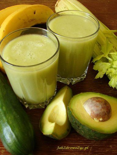 Koktajl z ogórka, selera naciowego i awokado to lekki, dietetyczny wiosenny koktajl. Idealny dla osób zapracowanych, chcących dodać sobie energii.